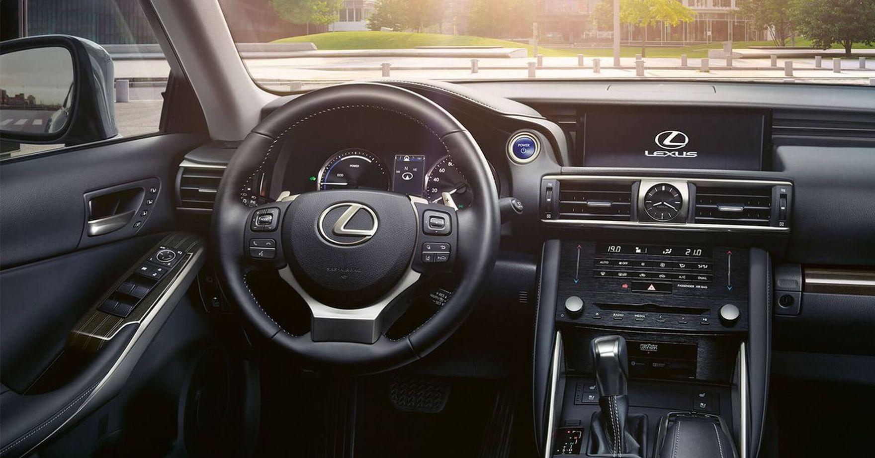 Jakość w doskonałej cenie. Oferty na modele Lexusa z rocznika produkcji 2021 są rewelacyjne