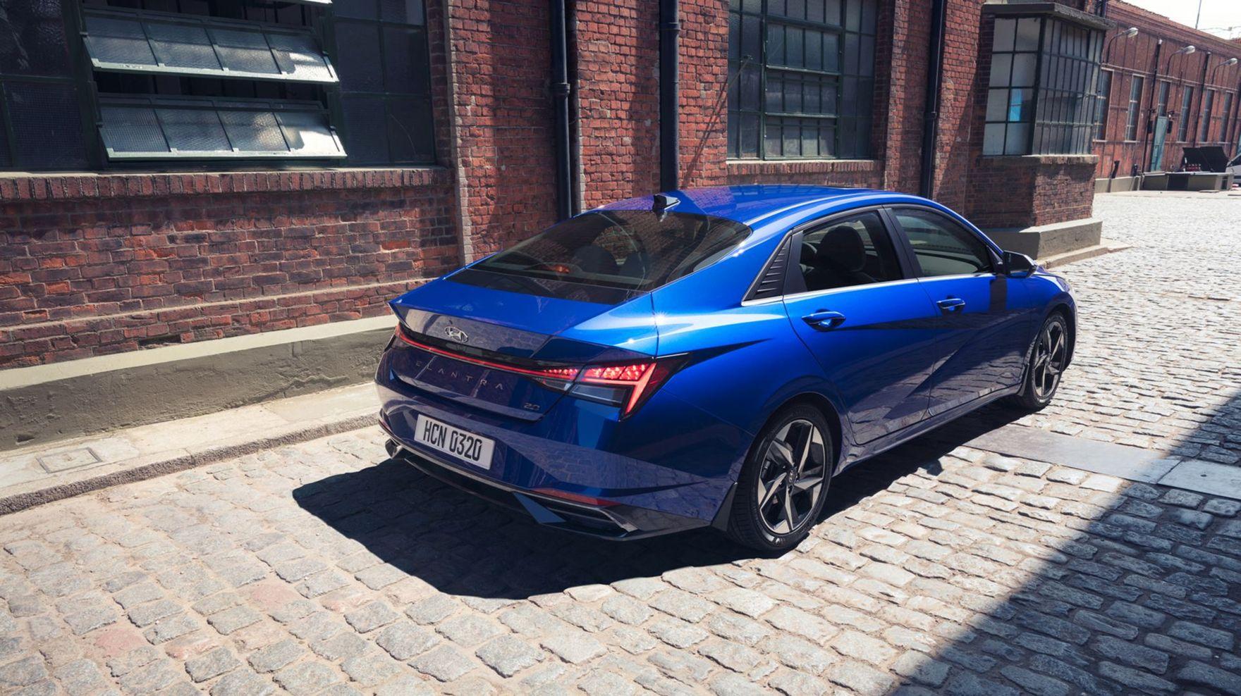 Efektowny sedan pełen sprawdzonych rozwiązań. Nowy Hyundai Elantra zaskakuje