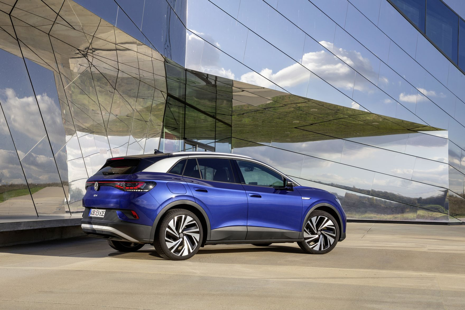 Rodzinny, praktyczny, elektryczny. Nowy Volkswagen ID.4 imponuje możliwościami