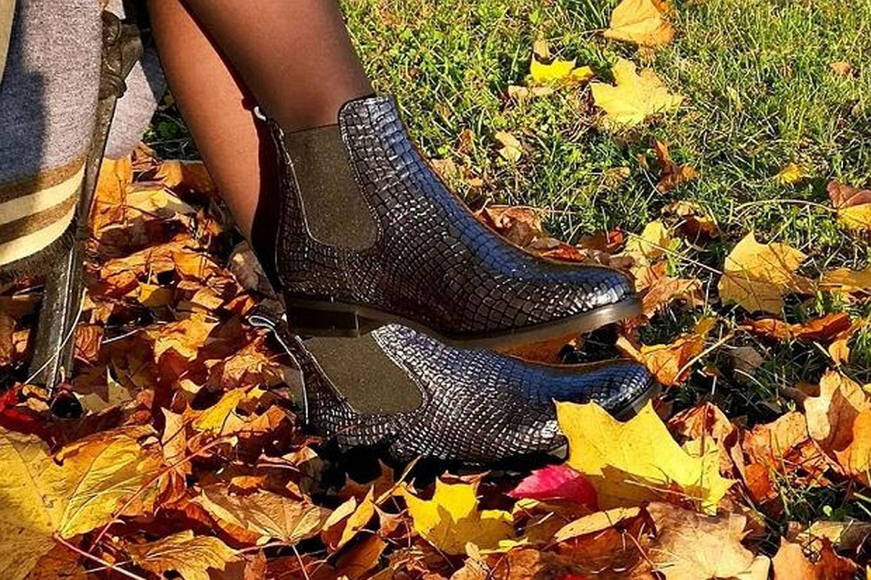 Modne i wygodne buty na jesień 2021? Postaw na kultowe sztyblety. Pasują do wszystkiego