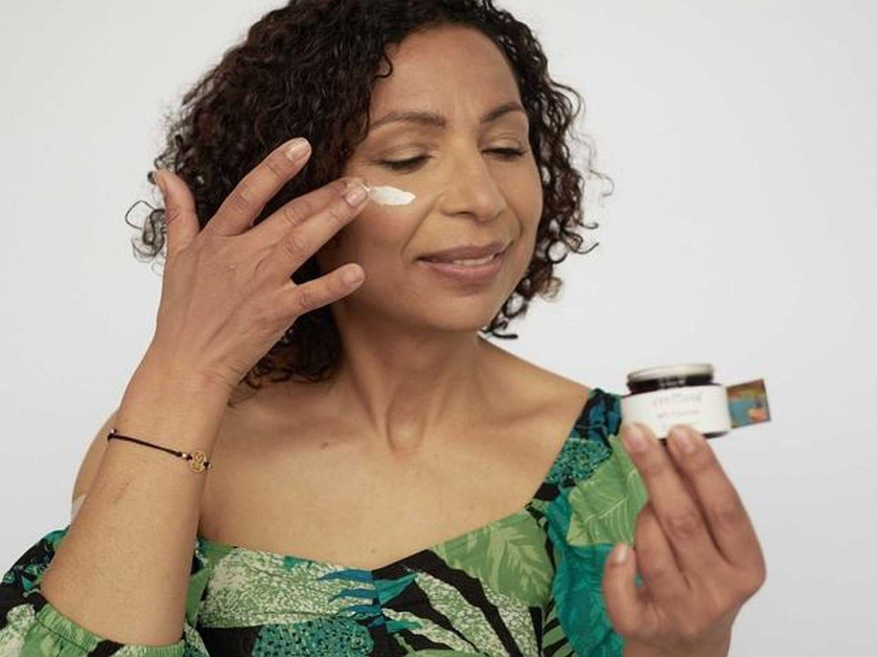 Pielęgnacja suchej skóry krok po kroku. Te kosmetyki dogłębnie nawilżą i rozprawią się z uczuciem ściągnięcia