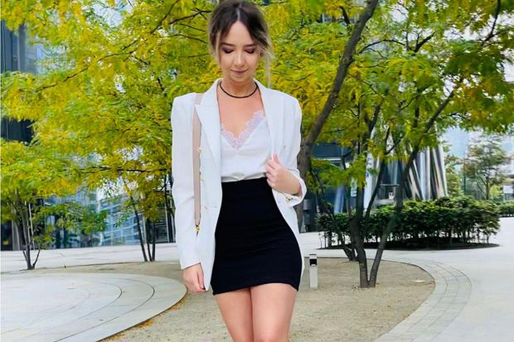 #Stylizacje Avanti24: moda galowa w dojrzałym wydaniu. Biała marynarka z biżuteryjnymi guzikami doda klasy