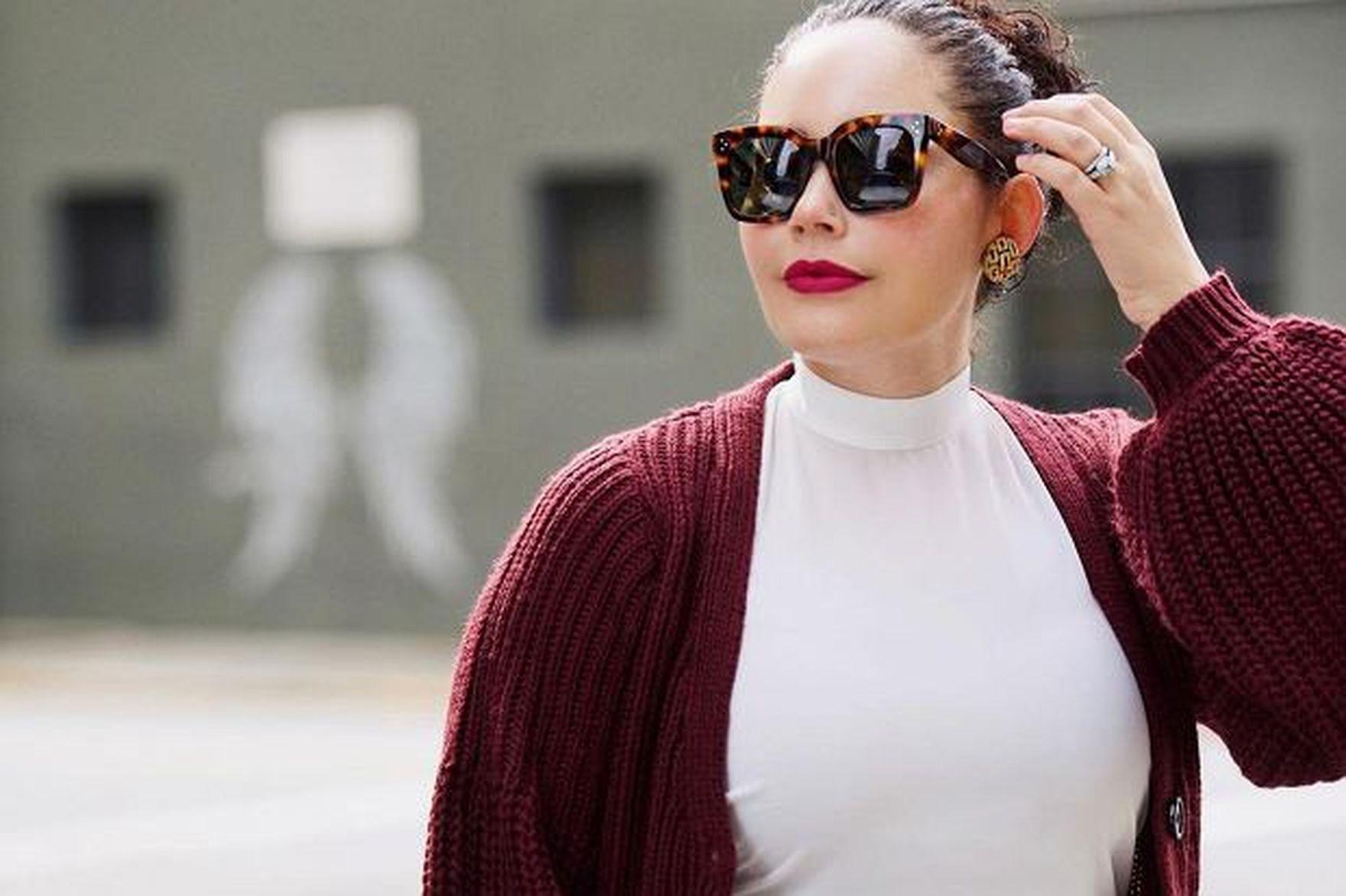 Wyszczuplające swetry za mniej niż 50 zł! Te modele z wyprzedaży są idealne dla puszystych