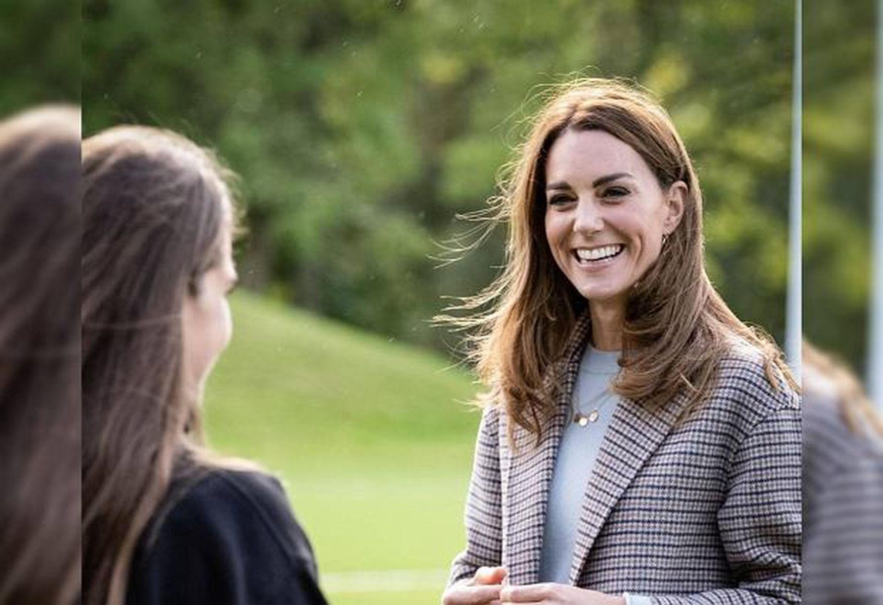 Księżna Kate zabrała dzieci na zakupy. My patrzymy na jej obłędną sukienkę z najmodniejszym wzorem sezonu!