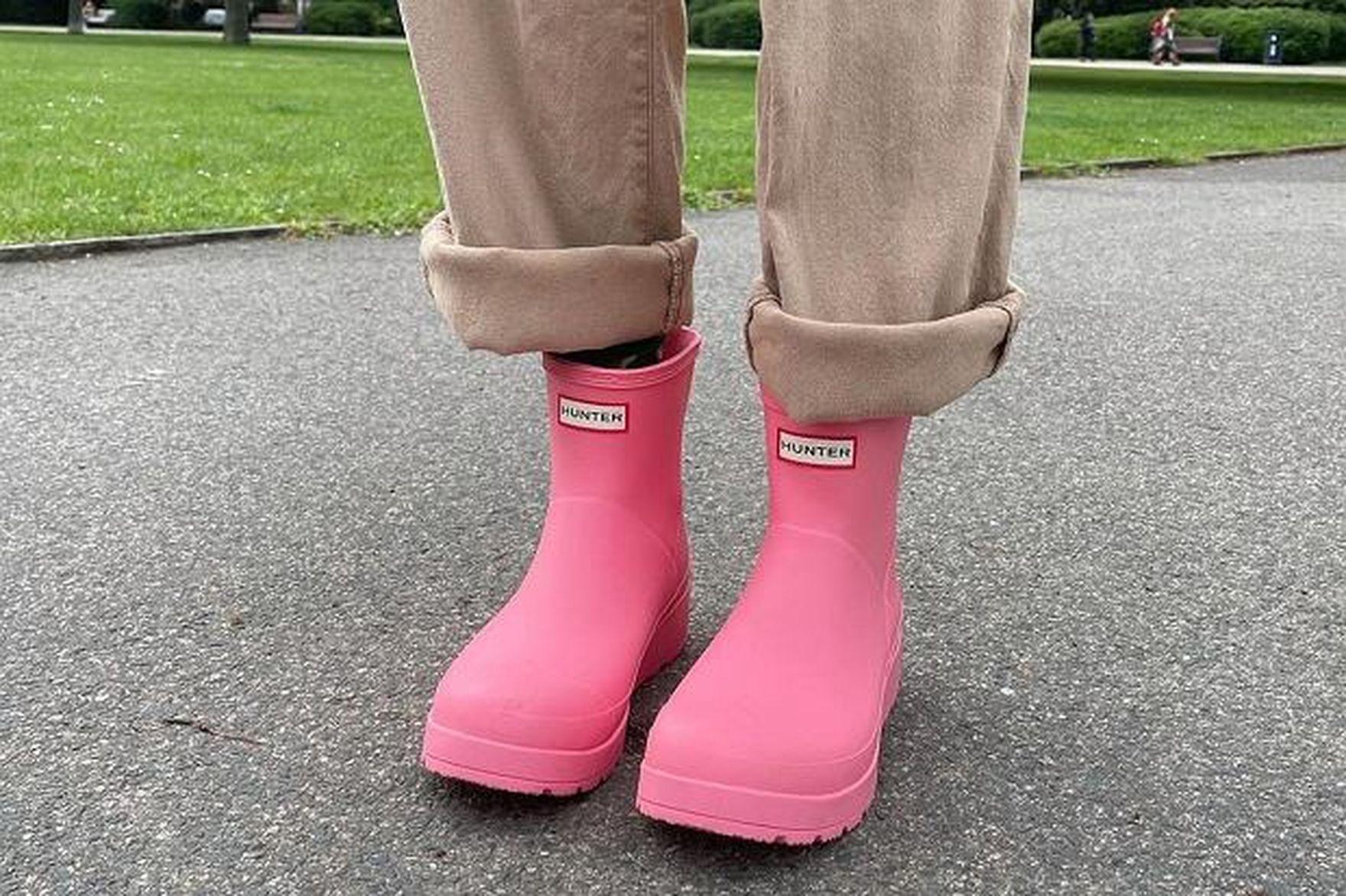 Kalosze na jesień to najgorętsze buty sezonu. Jakie modele będziemy nosić w tym roku? Podpowiadamy!