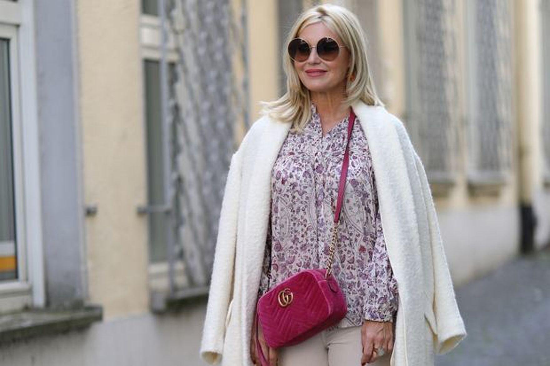 Te lekkie płaszcze wiosenne są idealne dla kobiet po 50-tce. Świetnie leżą sylwetce. Mamy hity na wiosnę 2021!
