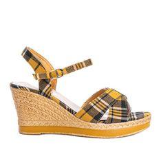 Musztardowe sandały na koturnie w kratkę You Bebe wielokolorowe żółte