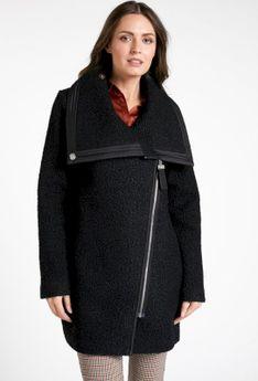 Płaszcz z asymetrycznym zapięciem