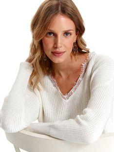 Sweter z koronką przy dekolcie