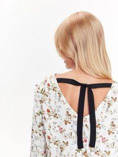Bluzka w kwiatowy nadruk z wiązaniem na plecach