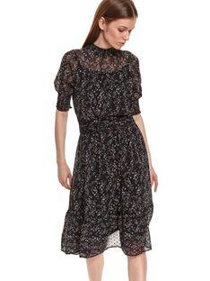 Sukienka w drobny kwiatowy nadruk