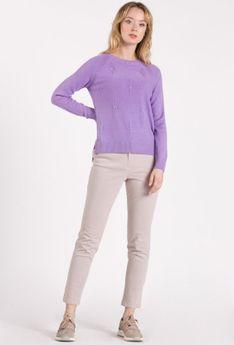 Casualowy sweter z delikatnym wzorem