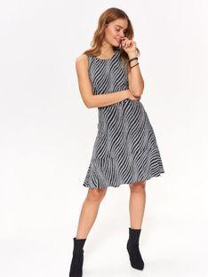 Błyszcząca sukienka na imprezę z efektownymi plecami