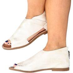 Sandały damskie białe Nicole z klamrą ze skóry