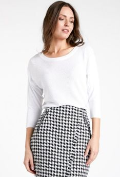 Basicowy sweter z tłoczeniem