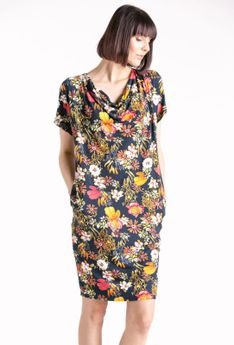 Sukienka codzienna w kwiatowy wzór