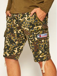 Tommy Jeans Szorty materiałowe Tjm Camo Print Cargo DM0DM07937 Zielony Regular Fit