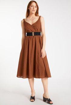 Ażurowa sukienka z paskiem