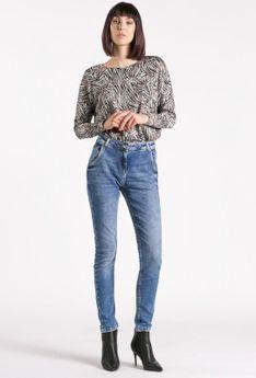 Klasyczne jeansy z przetarciami