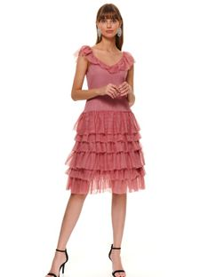 Elegancka tiulowa sukienka z falbanami