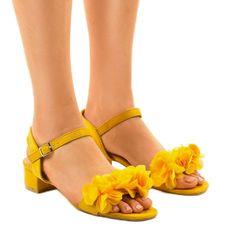 Żółte sandaly na obcasie z kwiatami X8903