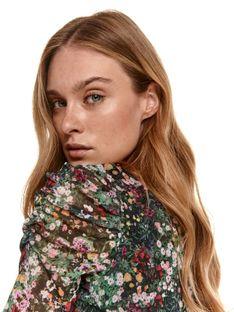 Bluzka damska w kwiatki z krótkimi marszczonymi rękawami