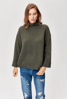 Sweter z prążkowanej dzianiny