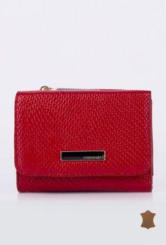 Mały portfel z tłoczonym wzorem