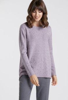 Basicowy sweter z ozdobnymi naszyciami