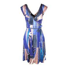Sukienka kopertowa w geometryczny wzór