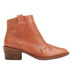 Marco Shoes Czerwone botki z nieregularnie marszczonej skóry naturalnej