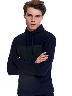 Sweter golf ze strukturalnej przędzy