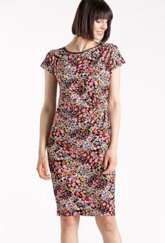Barwna sukienka z marszczeniem w pasie