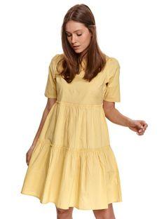 Luźna sukienka z falbanami i krótkim rękawkiem