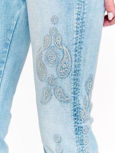 Spodnie denimowe damskie z aplikacją