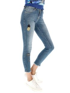 Jeansy z postrzępionymi brzegami nogawek Desigual LOANE