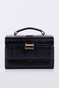 Lakierowany kuferek na biżuterię