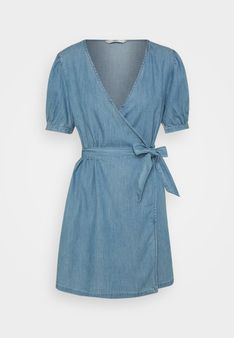 ONLY Petite - Sukienka jeansowa - jasnoniebieski