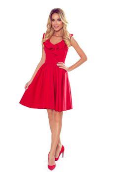 Rozkloszowana Sukienka z Falbankami na Dekolcie - Czerwona