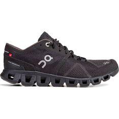 Czarne buty sportowe damskie On Running na płaskiej podeszwie wiązane na wiosnę