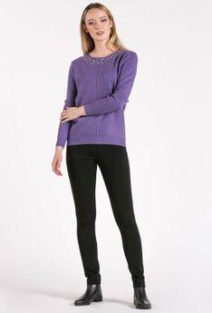 Sweter z aplikacją przy dekolcie
