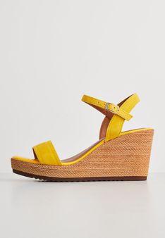 Tamaris - Sandały na koturnie - żółty