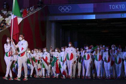 Moda na olimpiadzie: Włosi w strojach od Armaniego przykuwają uwagę