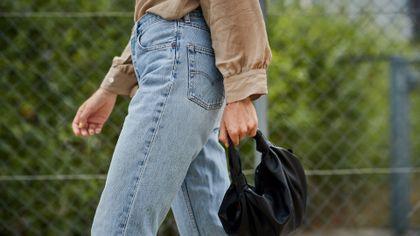 Jeansy to must have w kobiecej szafie. Jakie modele królują w tym sezonie?
