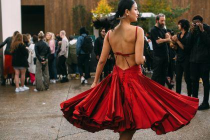 Najpiękniejsze sukienki polskich marek na lato. TOP 18 modeli na każdą okazję