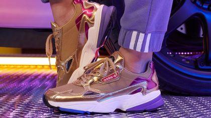 Najgorętsze sneakersy Adidas na wiosnę 2021. Sprawdź hity kultowej marki