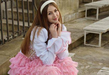 Projekt 19-letniej Polki na okładce portugalskiego Vogue'a. W jej sukienkach zakochała się też Sanah