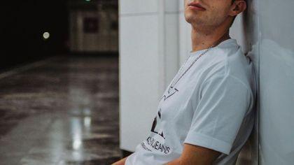 T-shirty z kolekcji Calvina Kleina - modne propozycje dla każdego mężczyzny