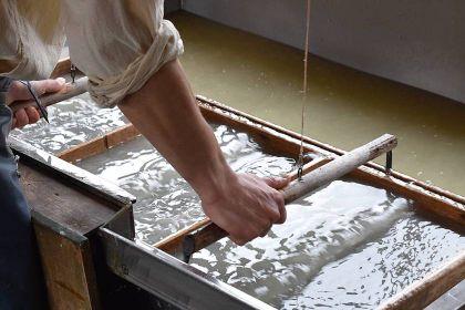 """""""Washi? Nie mam pojęcia"""". Aż do teraz. Tradycyjny japoński papier znów może być używany do produkcji ubrań i butów"""