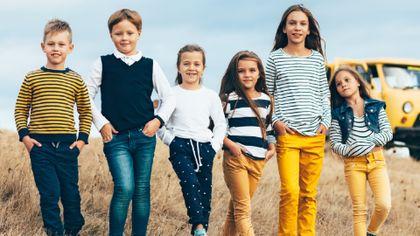 Kids trends 2021: stylowe ubrania na wiosnę dla dziewczynki i chłopca